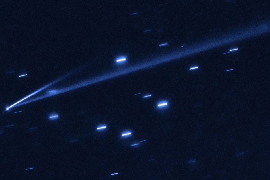Rare double-tailed asteroid spotted changing colors