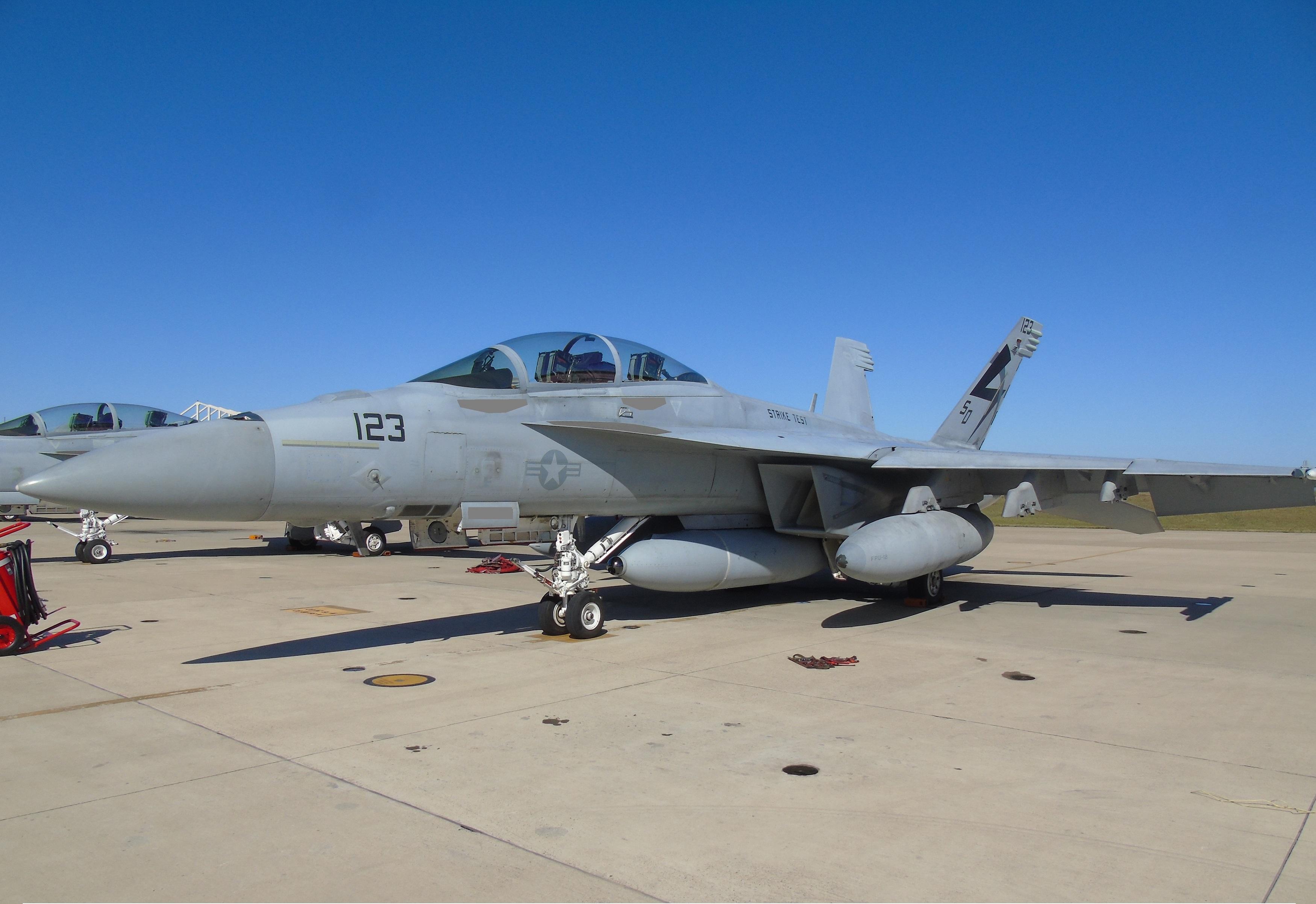 F/A-18 Super Hornet gets service-life-extending sensor pod