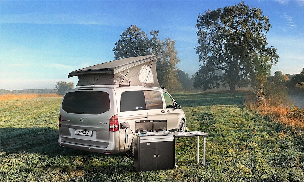 Thanks to left and right hookups, the VanTourer Urban kitchen can be used on either side of the van