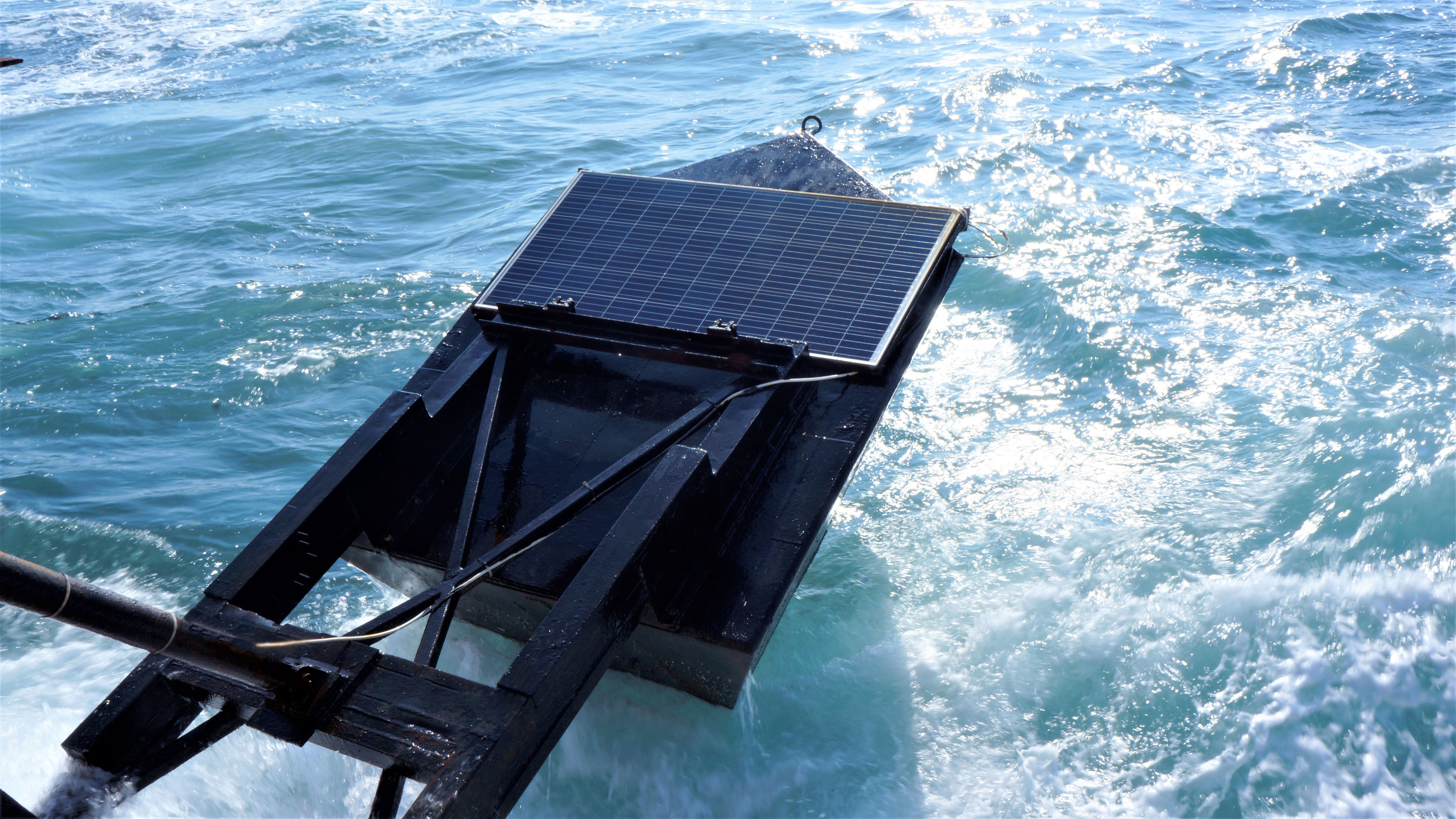 Eco Wave Power starts testing combined wave/solar power system