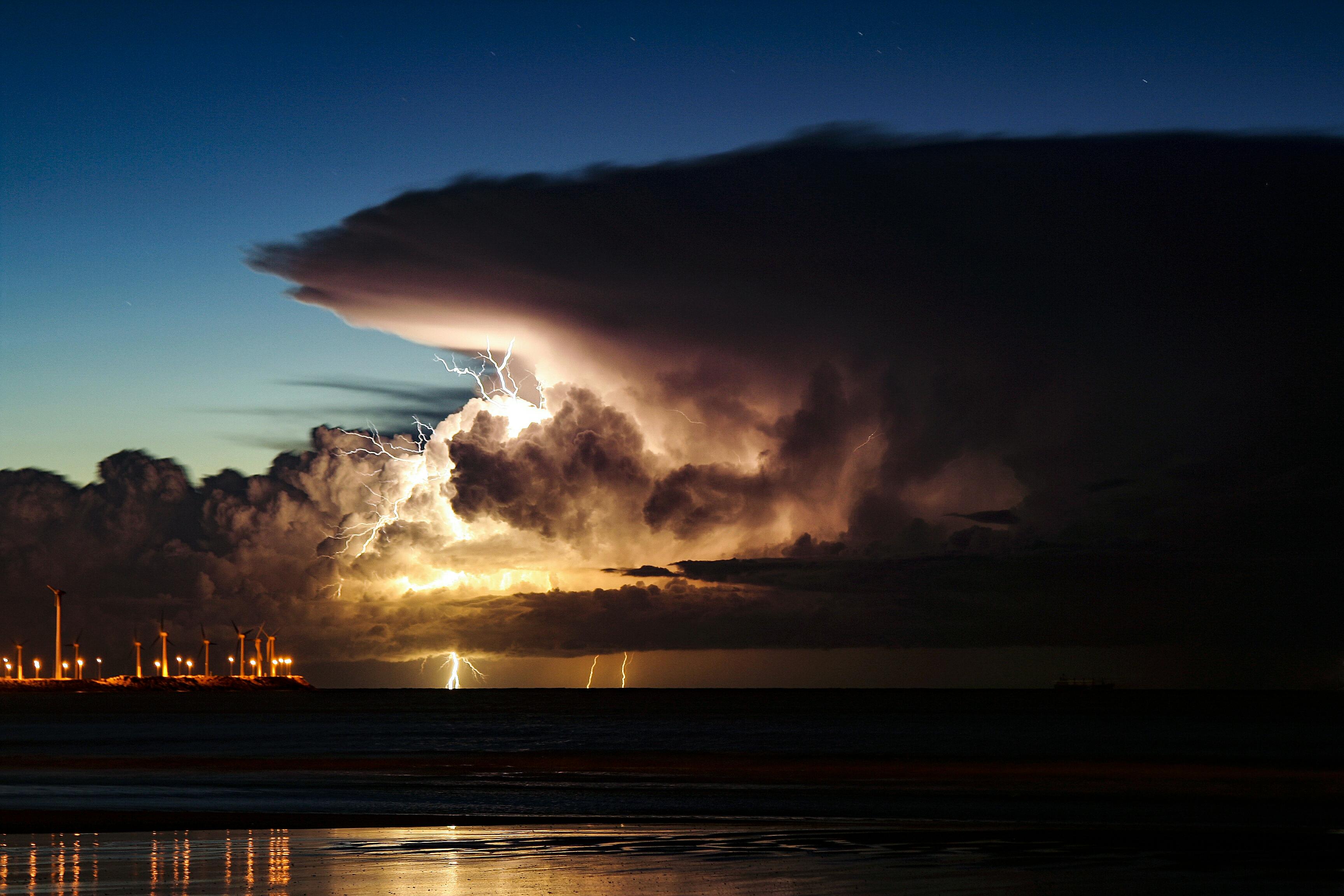 'Lightning and wind'. Zeebrugge, Belgium