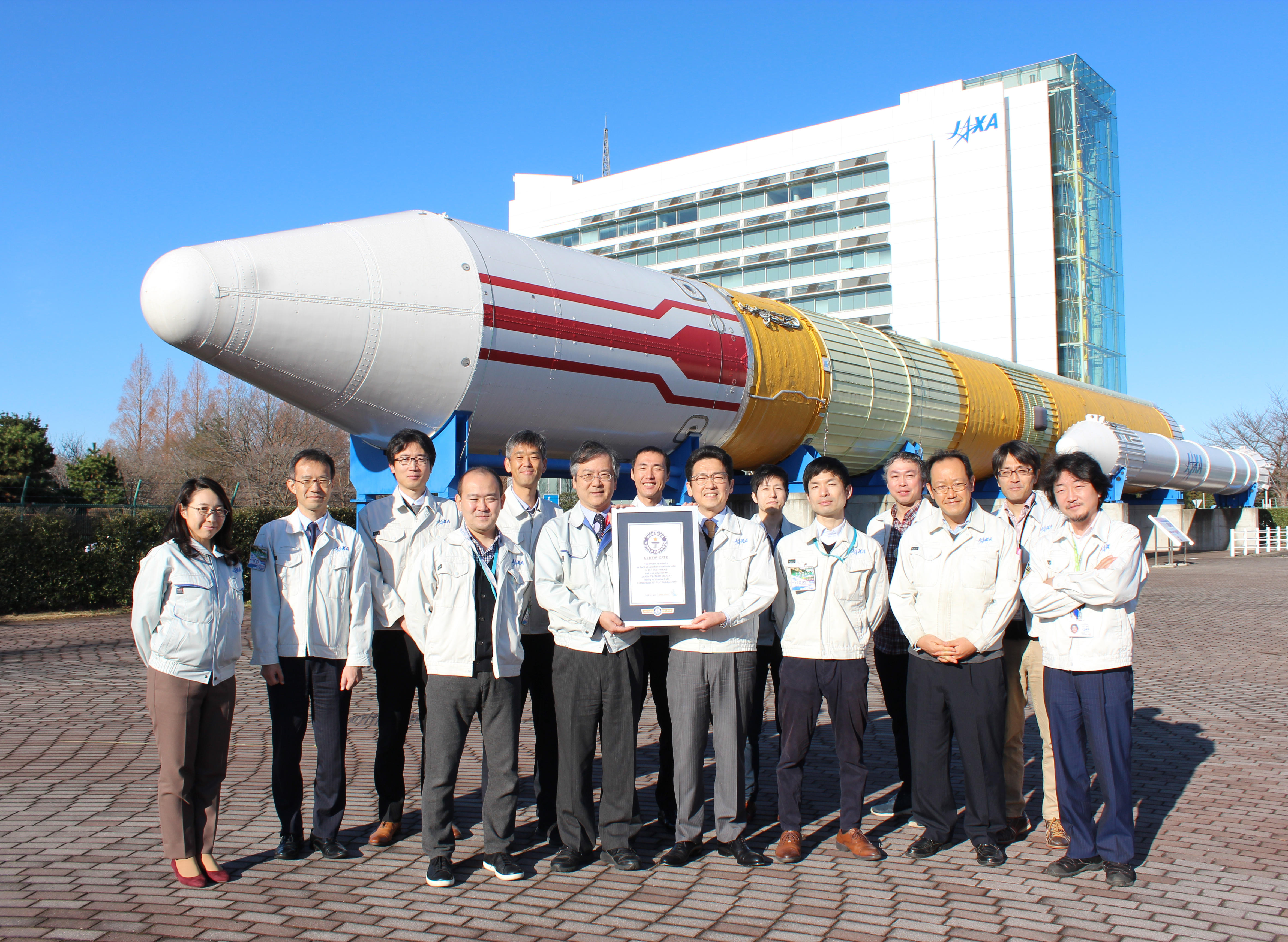 Japanese satellite sets low altitude record