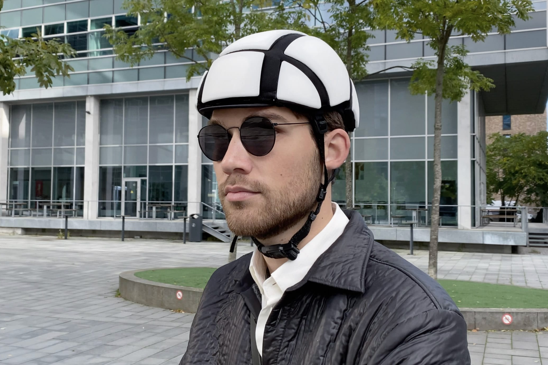 The Newton-Rider helmet is presently on Indiegogo
