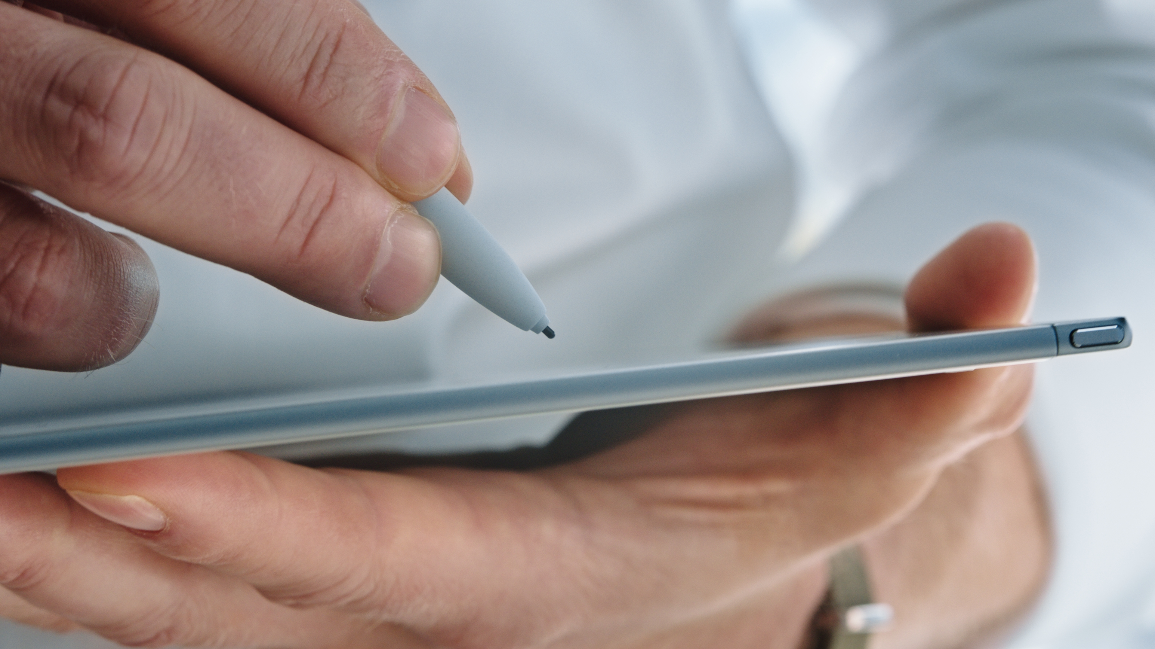 We take the reMarkable 2 tablet on a hand-written creative journey