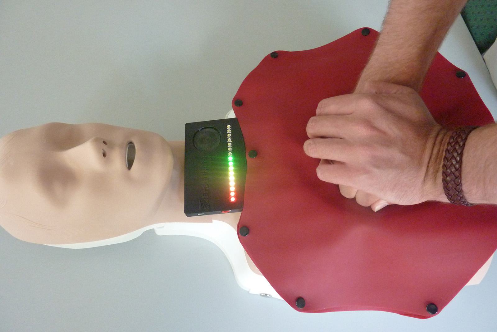 Pressure-sensing chest mat guides users through CPR