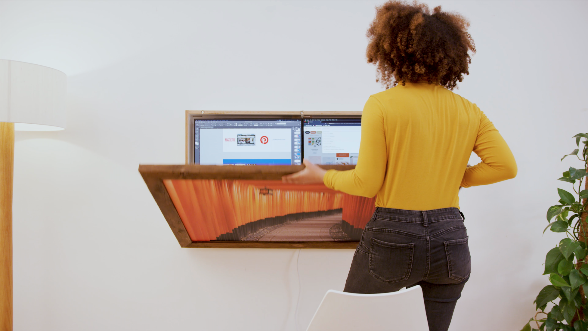 The DropTop workstation features a desk measuring 120 x 60 cm (47 x 24 in)