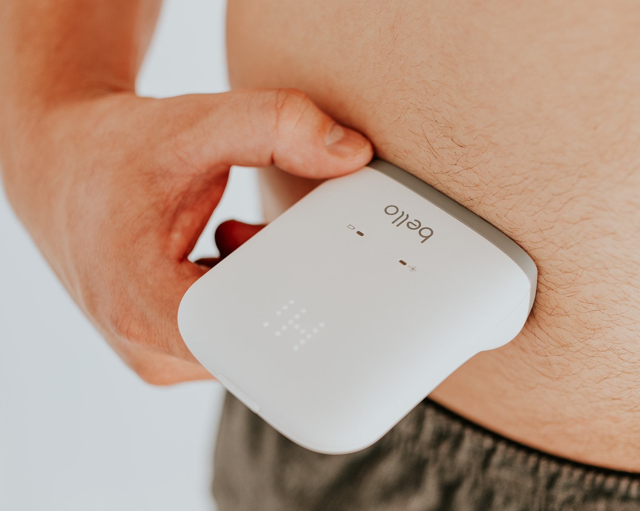 Fat-measurement device sends pulses of light into users' bellies