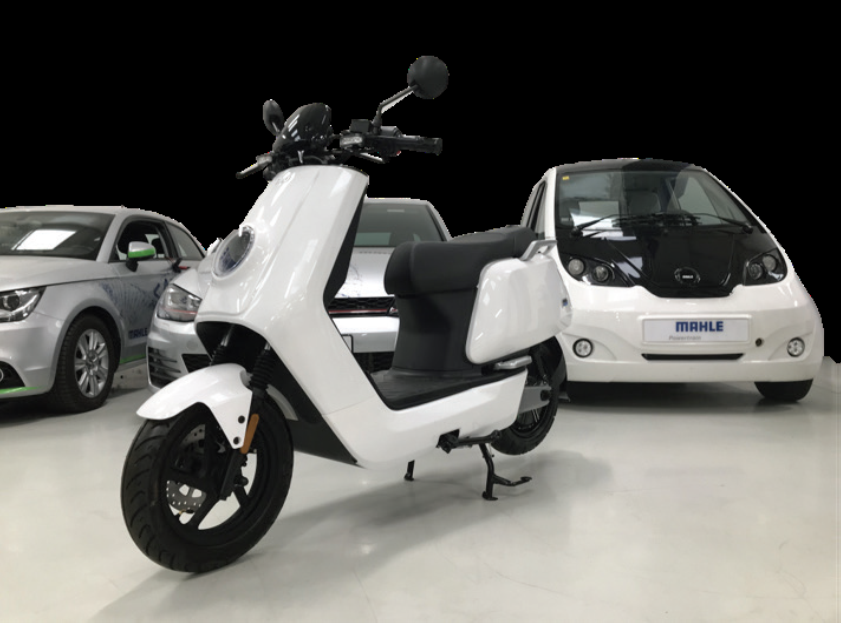 A novel lithium-carbon battery architecture has the capability to recharge an electric moped in 90 seconds, according to the developers