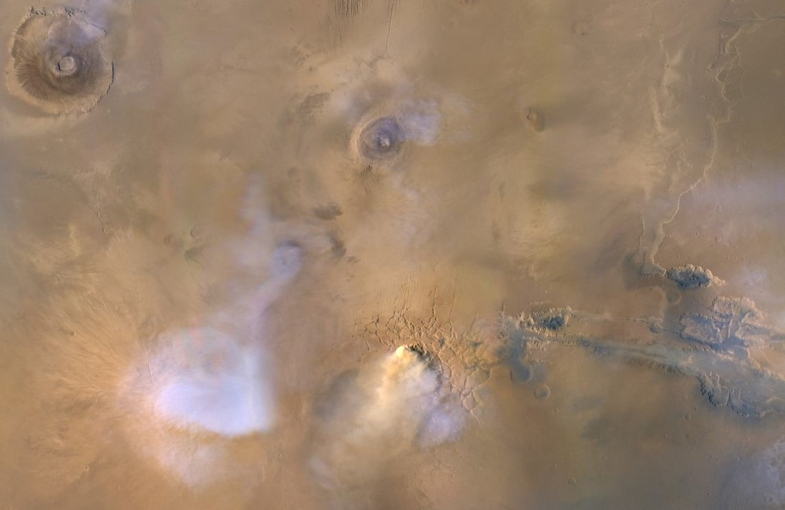 Dust towers may have helped dry out ancient Mars