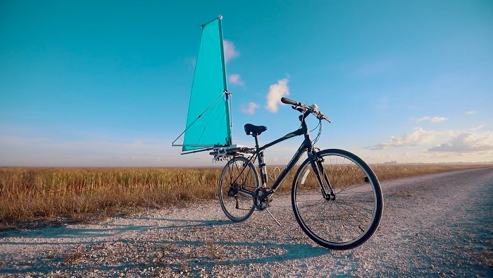 Retractable sail could give bikes a boost of wind power