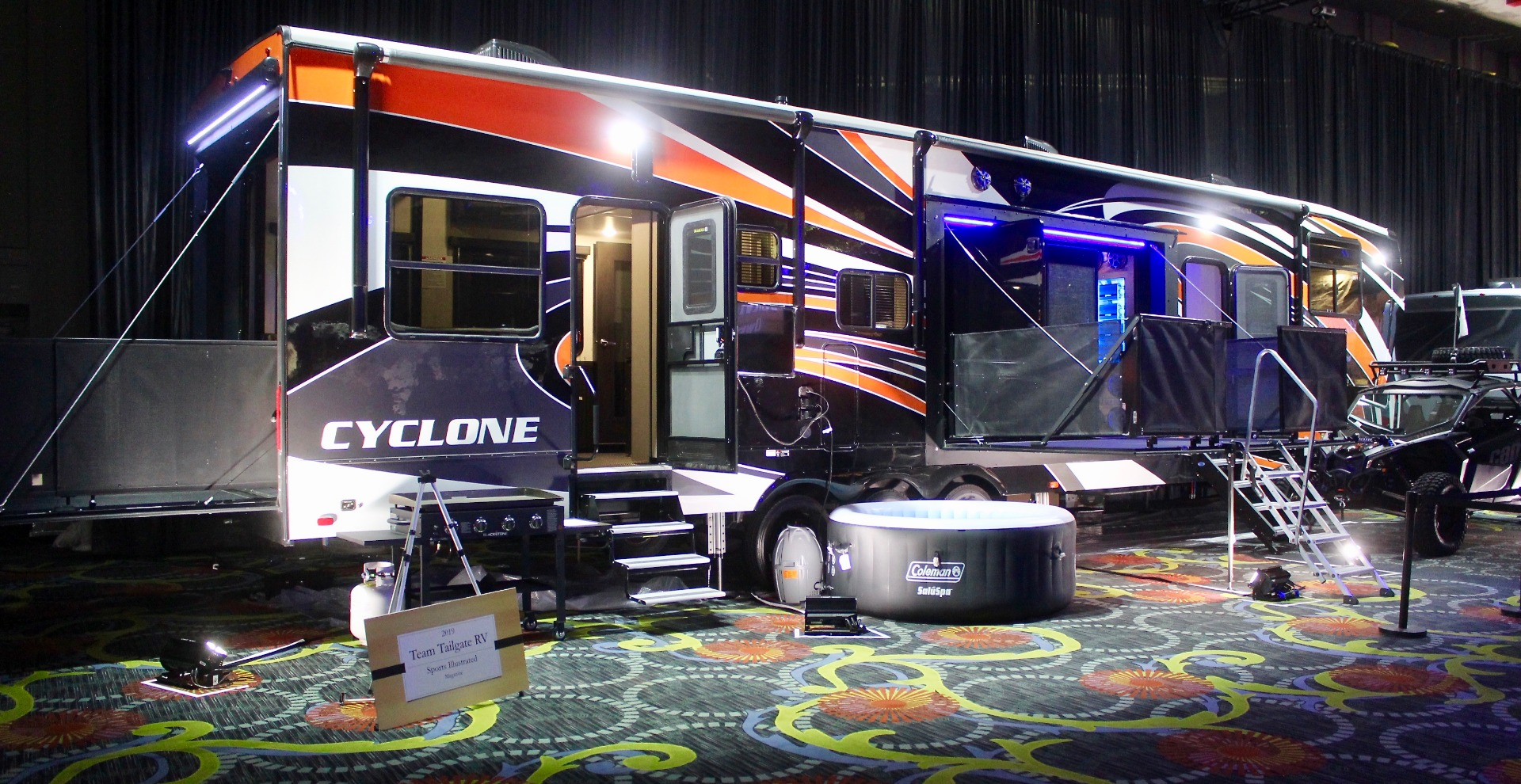 9162110c36c2 Ultimate tailgater RV turns parking lot into party with sports bars ...