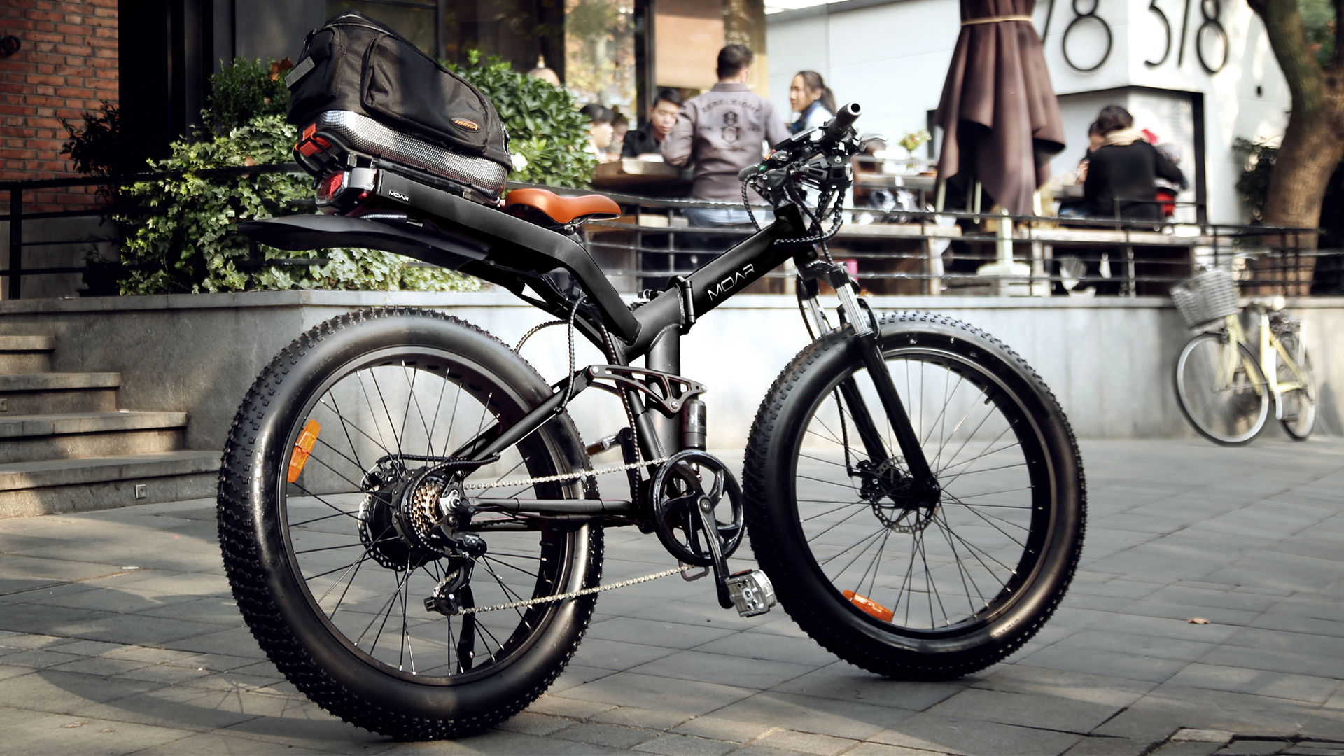 "Folding electric fat bike promises ""moar"" features"