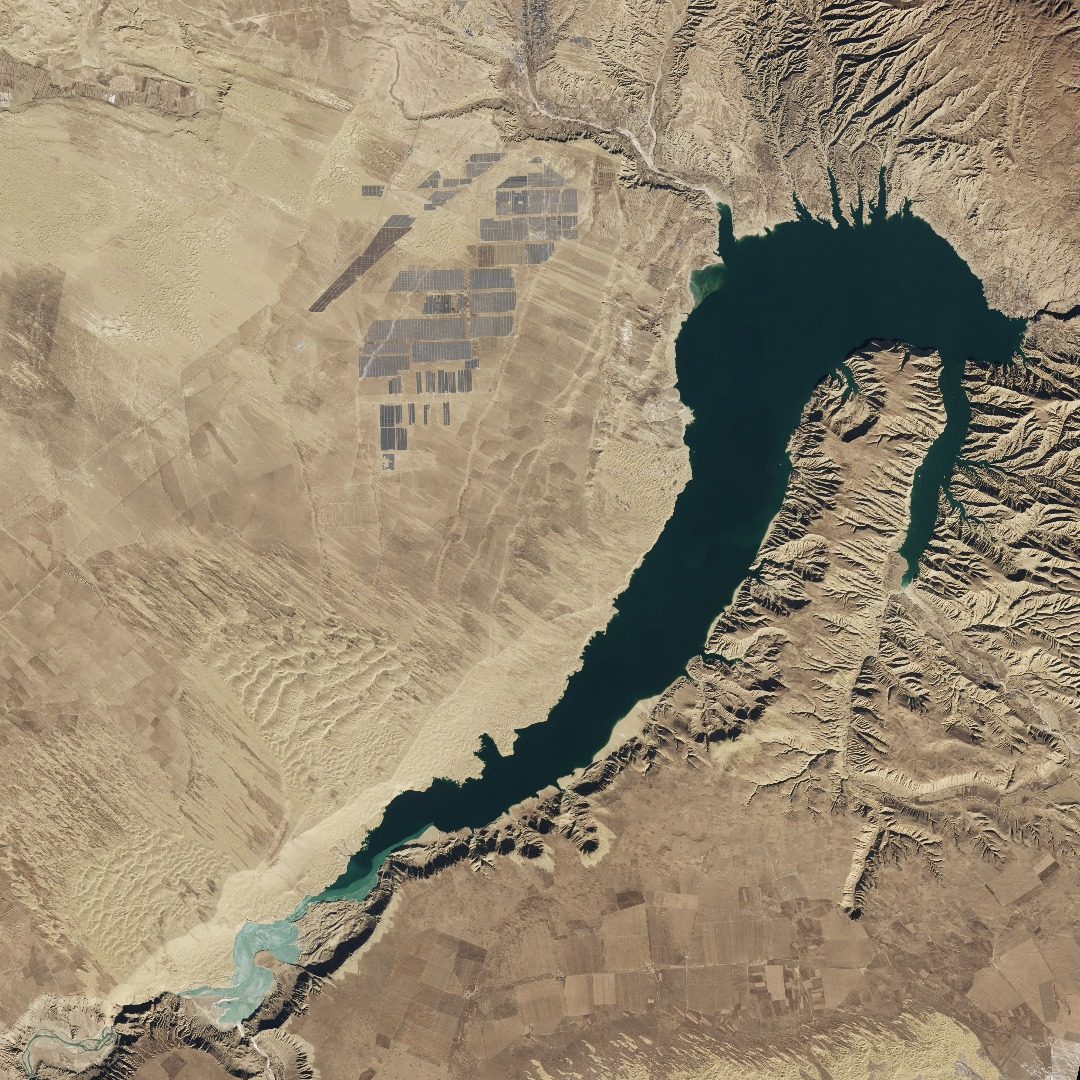NASA snaps pics of the world's largest solar farm from space