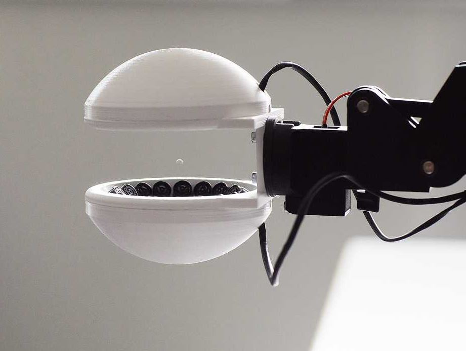 Robotic gripper uses acoustic levitation for contact-free manipulation