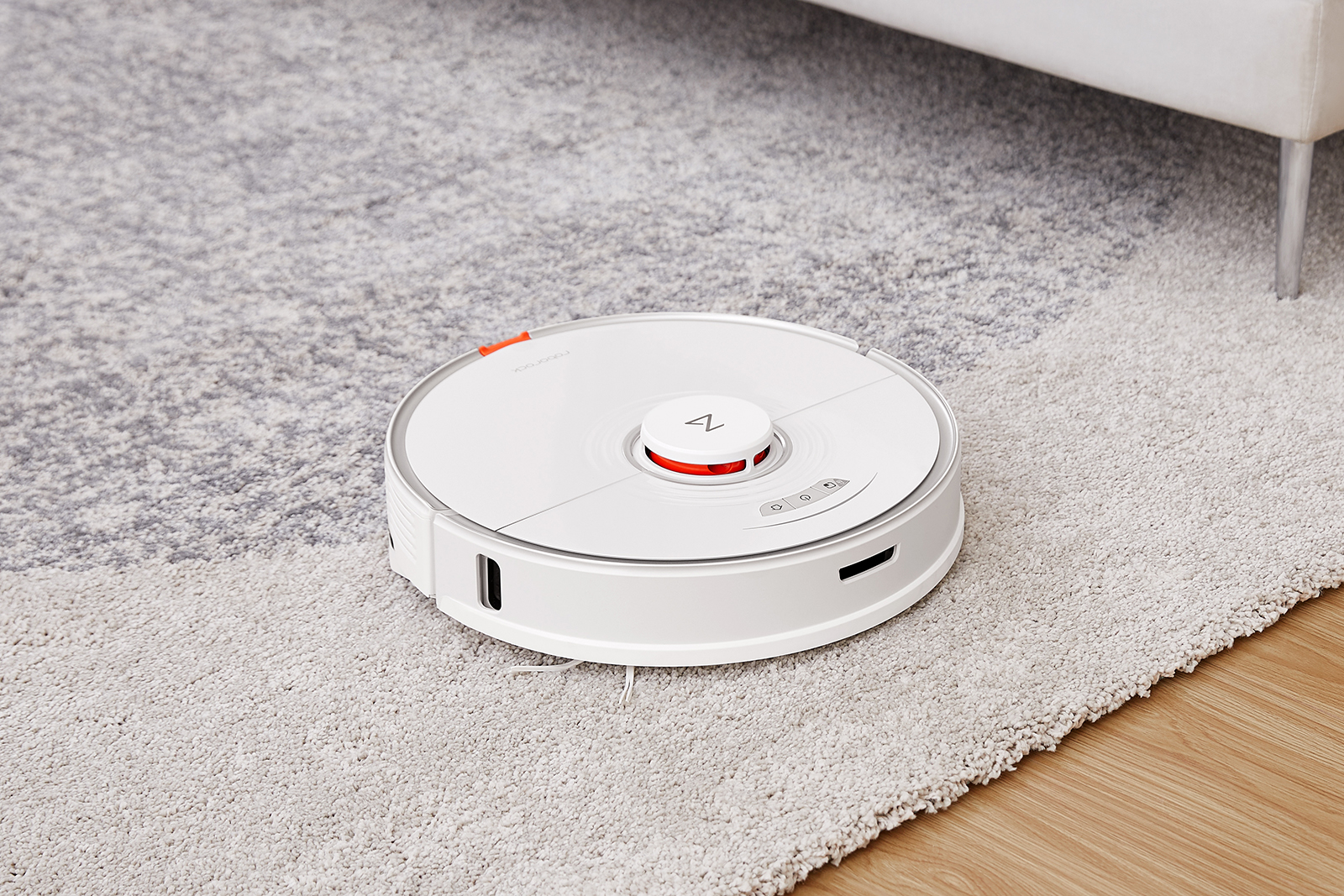 The Roborock S7 is equally happy vacuuming carpets or mopping tiled floors