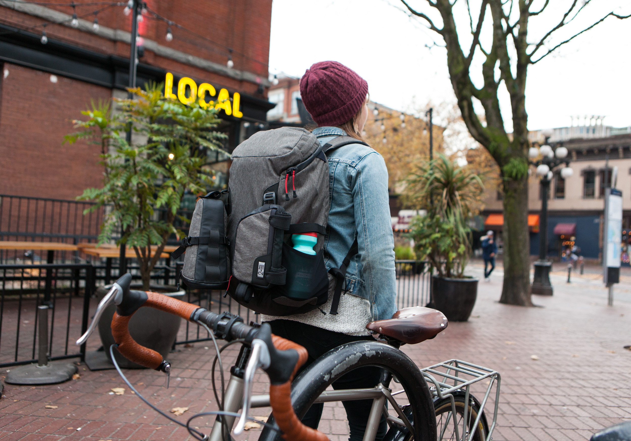 Modular commuting system features bike bags that attach to a backpack