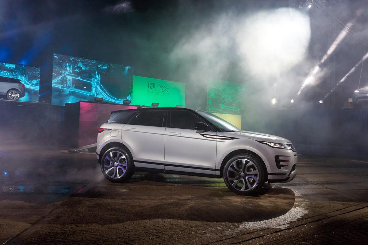 The new Evoque comes in two new exterior colors dubbed Seoul Pearl Silver and Nolita Grey