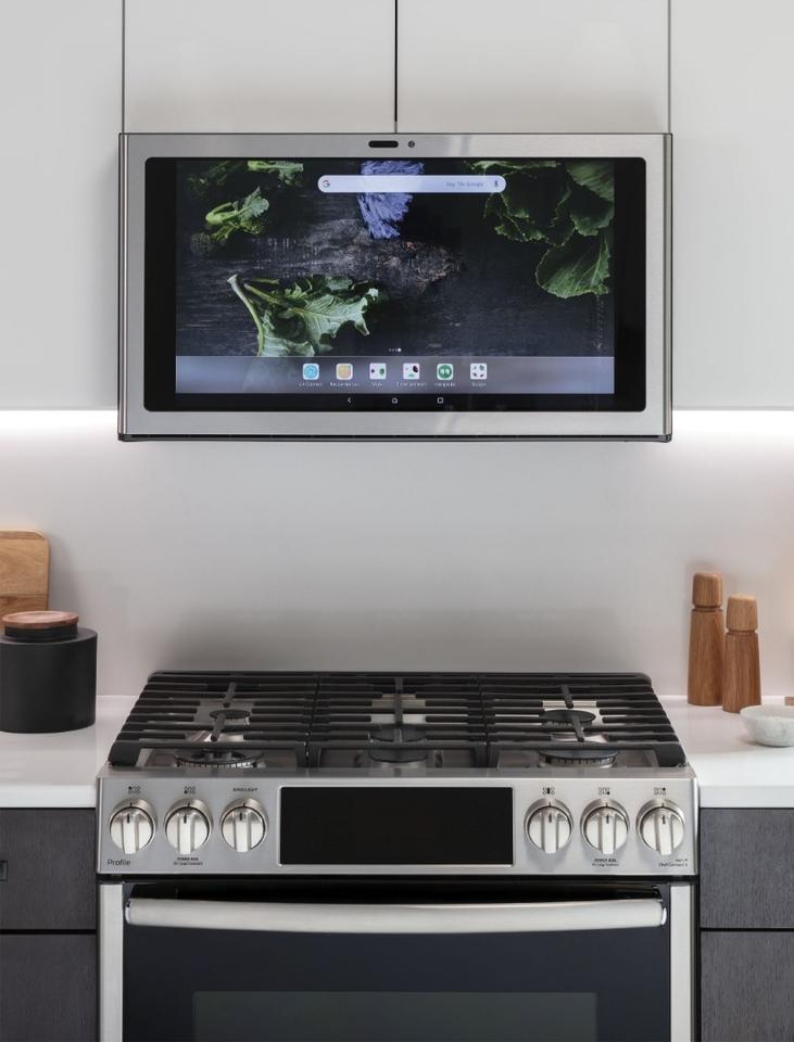Thousands of recipes and cooking guidance come bundled with the Kitchen Hub system thanks to SideChef