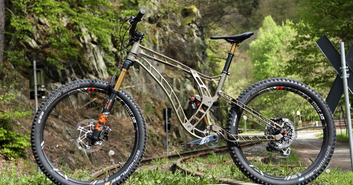 Gorgeous F160 mountain bike is milled from a single aluminum block
