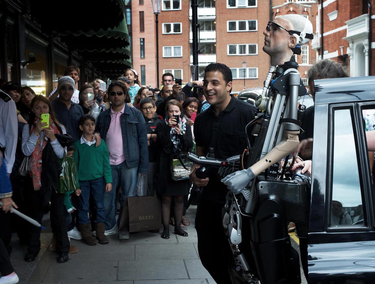 The bionic man meets the public (Photo: De Montfort University)