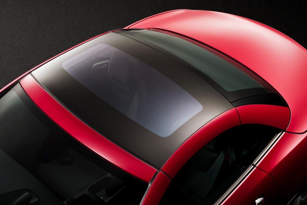 The panoramic vario-roof with MAGIC SKY CONTROL in transparent mode
