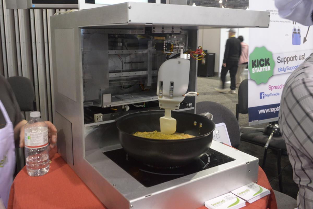 The prototype Cooki robotic chef at CES (Photo: C.C. Weiss/Gizmag)