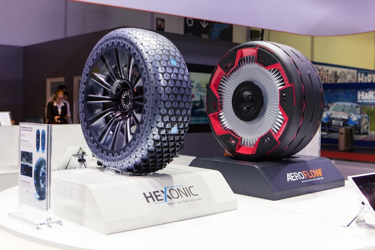 Hankook's two concept tires, the Hexonic and the Aeroflow, at the Essen motor show