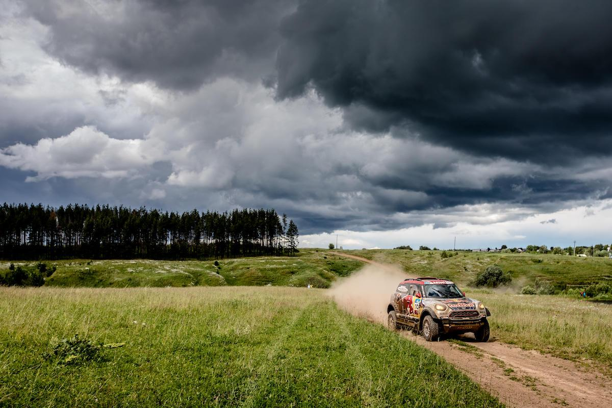 One of theMini X-Raid cars tackles stage one of the Silk WayRally