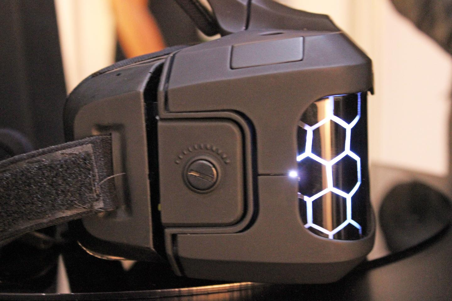 Side of the Sulon Cortex VR/AR headset (Photo: Will Shanklin/Gizmag.com)