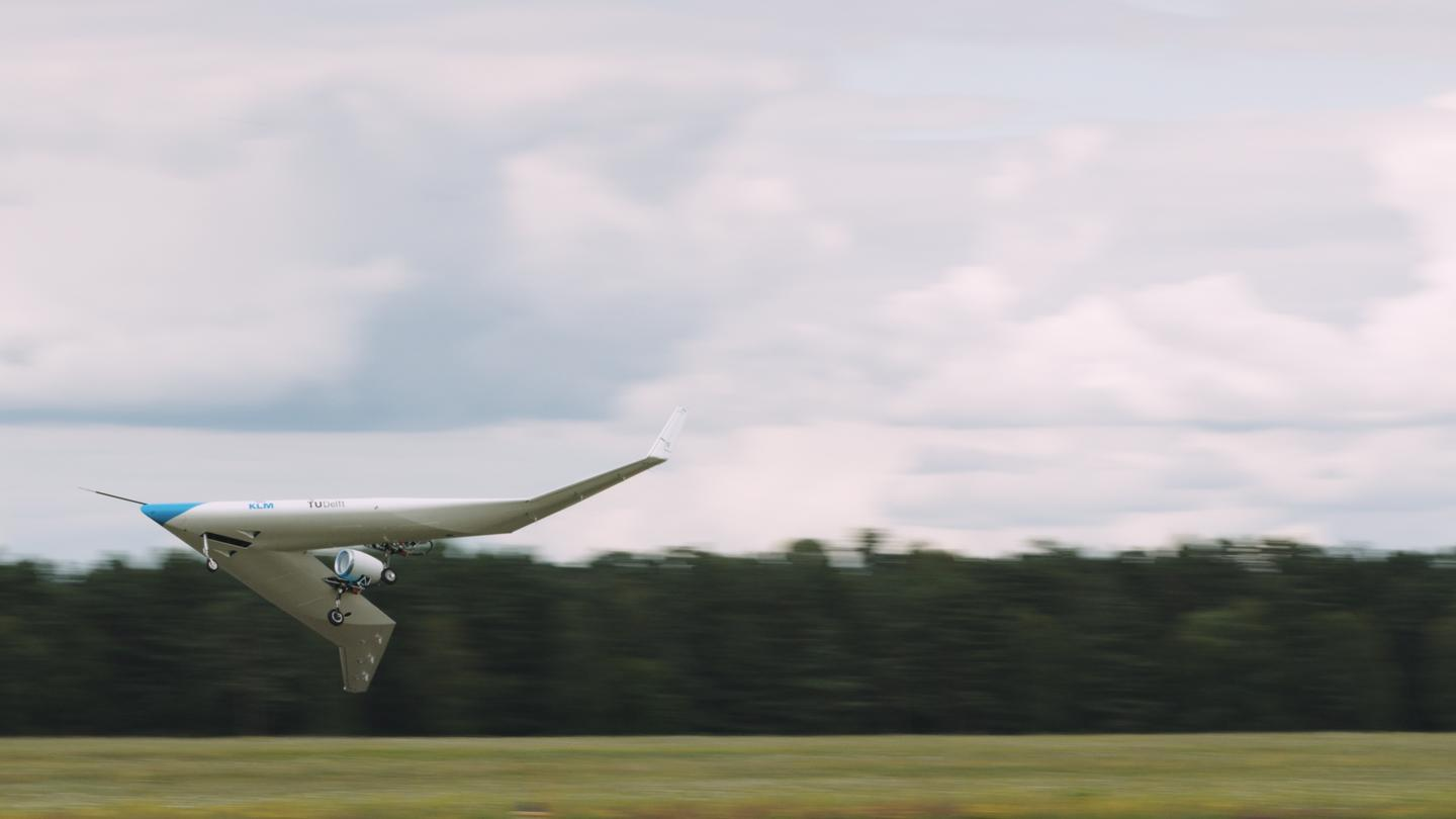The Flying V scale model takes to the air on its maiden flight