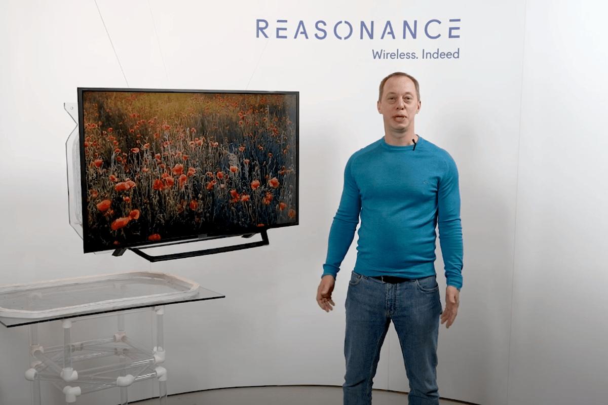 Reasonance는 벽에 직접 연결할 필요가없는 TV 티켓이 있다고 믿습니다.
