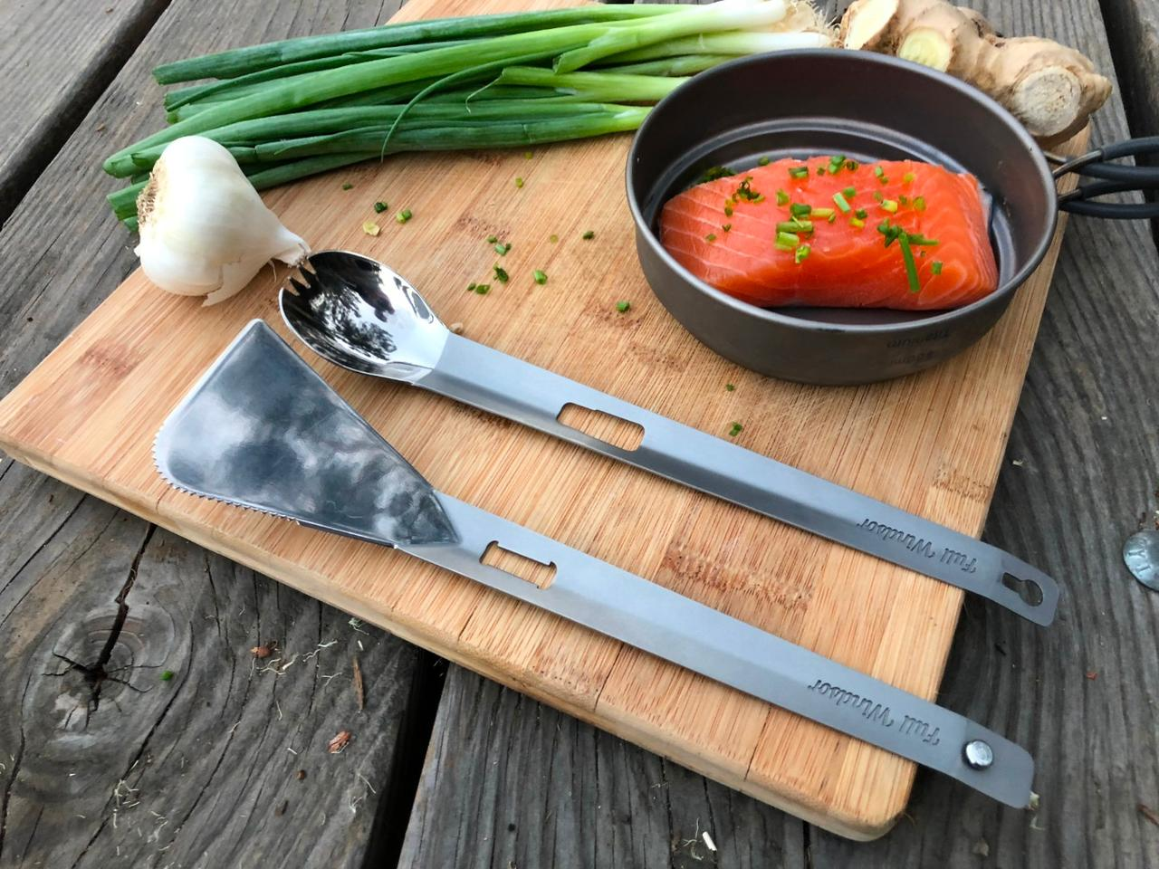 The Splitter is made up of two components, a long spork and a spatula