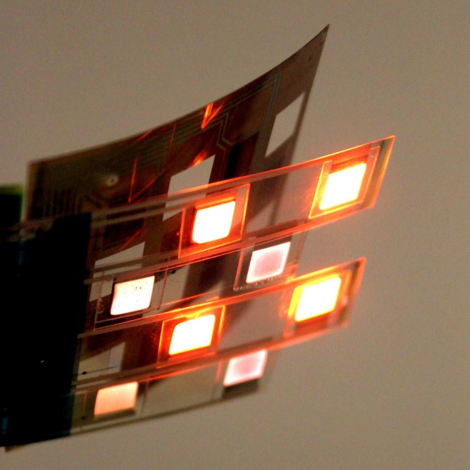 The oximeter incorporates a multi-point grid array of alternating red LEDs, near-infrared LEDs and photodiodes, all of which are printed onto a flexible plastic sheet