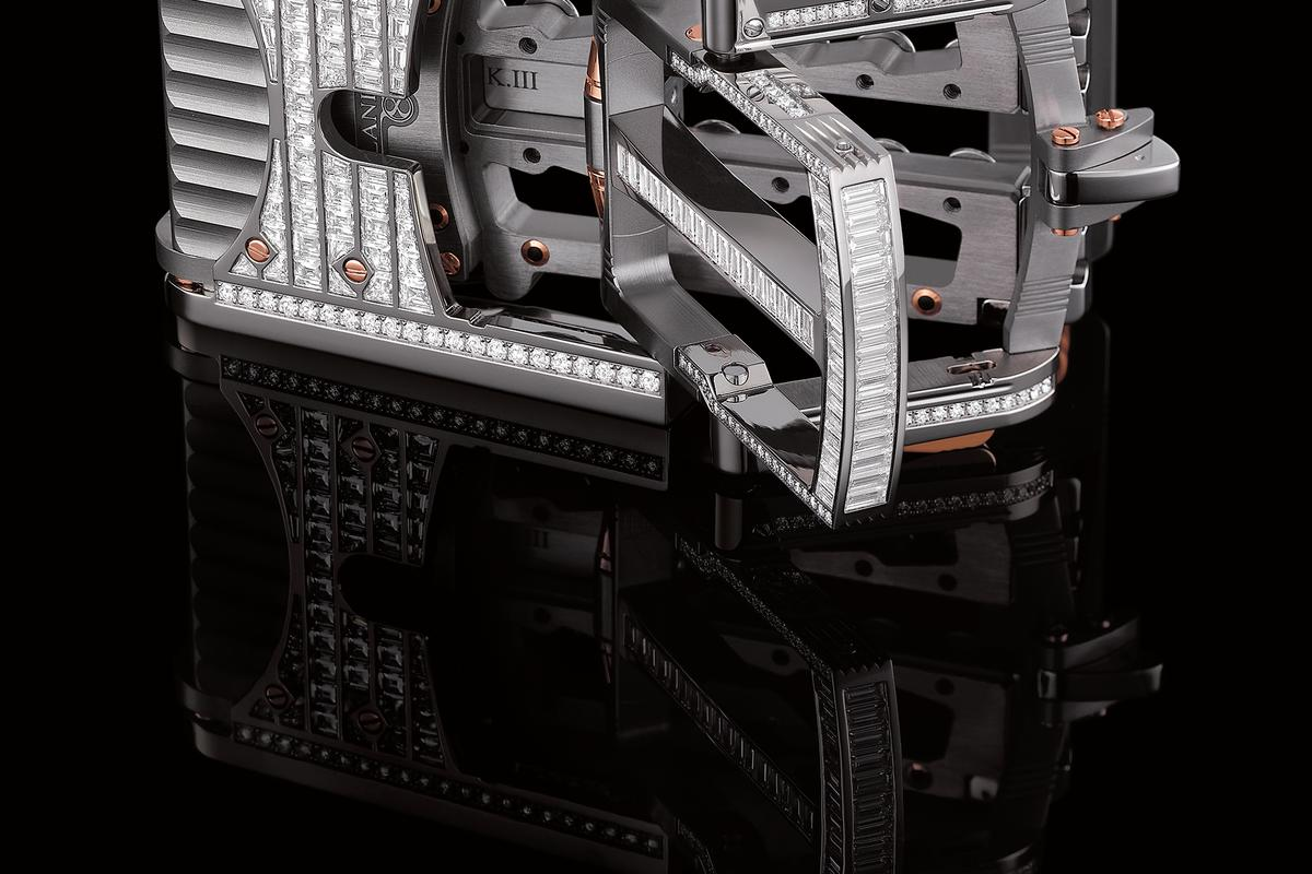 """Roland Iten's Calibre R822 """"Predator"""" belt buckle: Significantly better than a piece of string"""