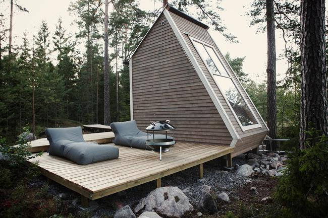 The structure, including outside entrances and deck has a compact footprint of 96 square feet, while the retreat itself is a 50 square feet cabin