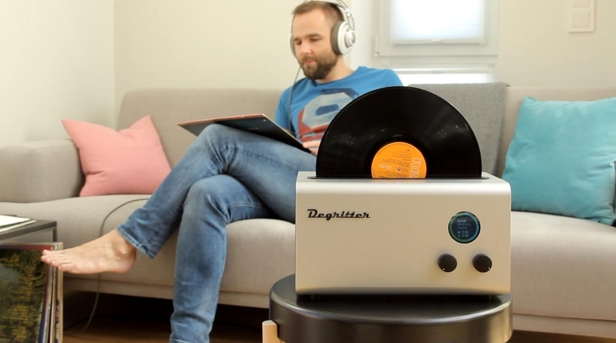 The Degritter's uses ultrasound to excite purified water and create lots of micro-bubbles to clean vinyl records without detergent or chemicals