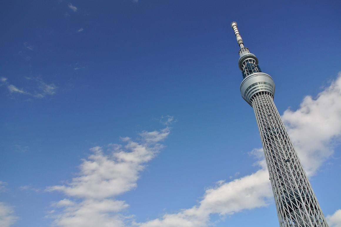 The 2,080-foot Tokyo Sky Tree, the world's second tallest structure, combines cutting edge technology and medieval methods to stand firm in the event of an earthquake (Photo: Zengame)