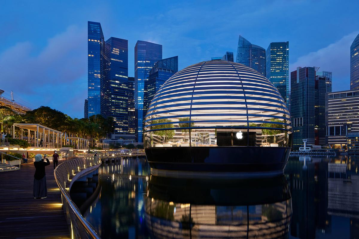 Apple Marina Bay Sands' overall design is inspired by Rome's iconic Pantheon