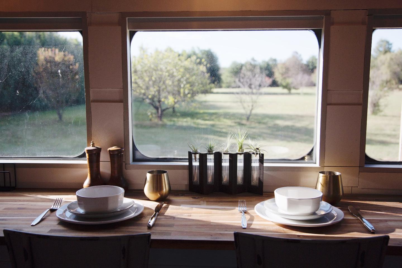 Platform1346'skitchen includes a breakfast bar