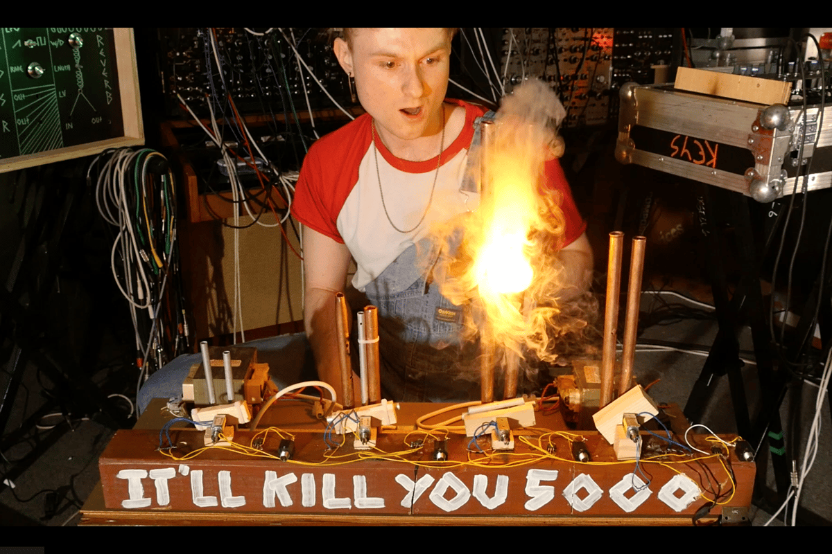 """Sam Battle having some spark-filled fun on his home grown """"It'll Kill You 5000"""" Jacob's Ladder drum machine"""
