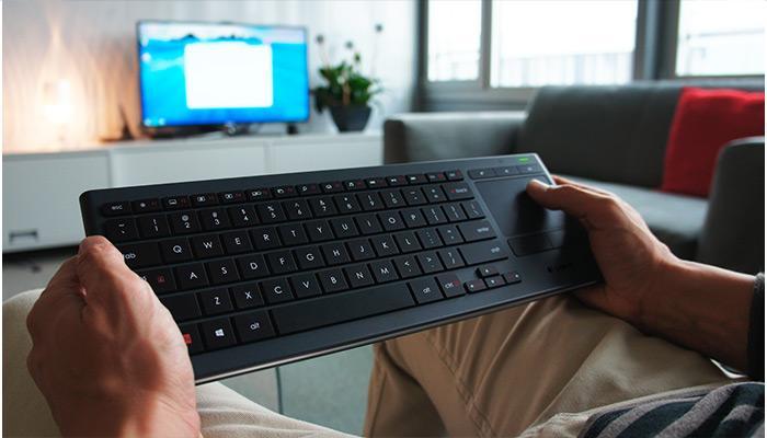 Gizmag reviews the latest Logitech illuminated Living Room Keyboard K830