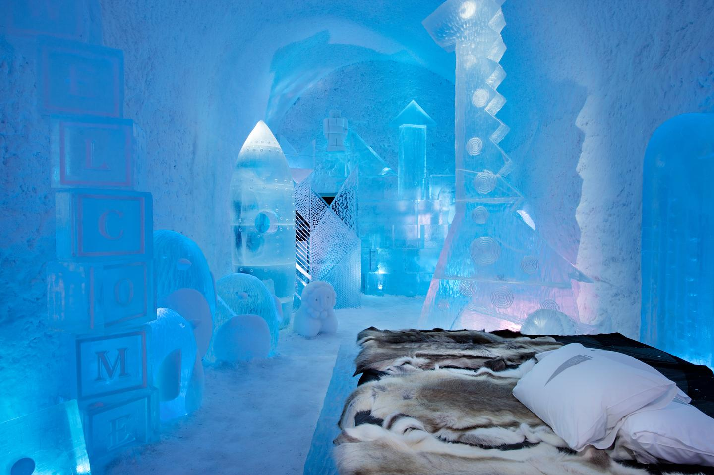Toybox was designed by Wouter Biegelaar and Viktor Tsarsk. It contains ice sculptures of toys and stuffed animals