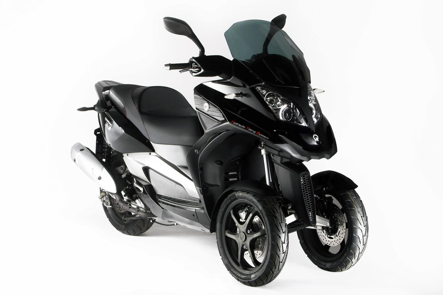 The Quadro 350D - 350cc, tilting 3-wheel scooter
