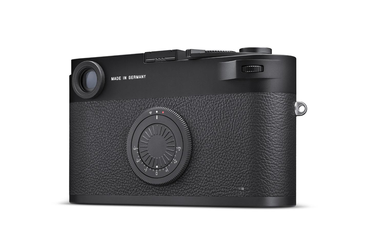 Something's missing: The M10-D doesn't have a rear LCD panel, snapped images are viewed on the Fotos iOS/Android app