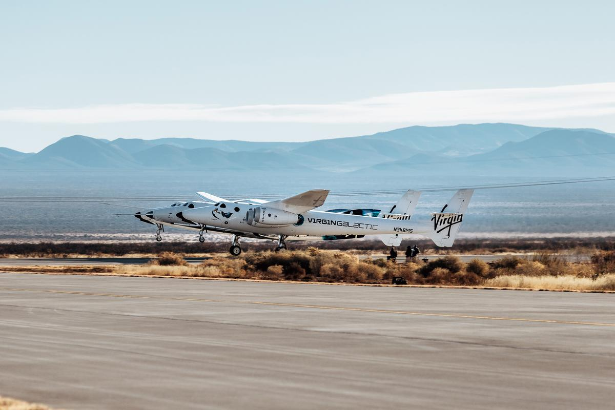 Virgin Galactic's VMS Eve lifts off with SpaceShipTwo Unity in tow
