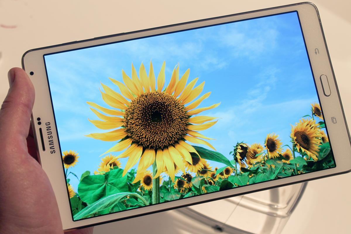Gizmag goes hands-on with Samsung's first high-res Super AMOLED tablet, the Galaxy Tab S