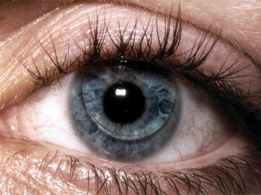 Color-changing contact lenses will alert diabetics when sugar levels change(Image: Ecouterre)
