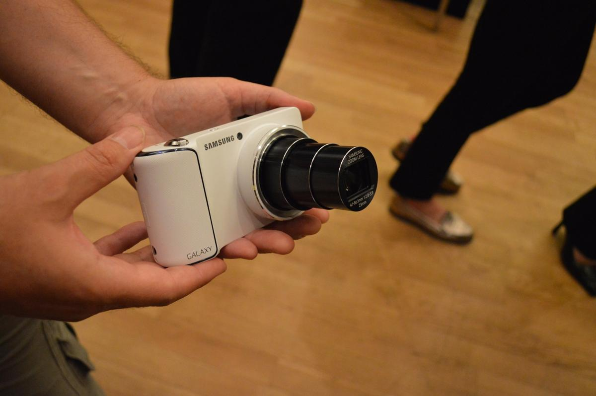 The Galaxy Camera's 21x zoom lens fully extended