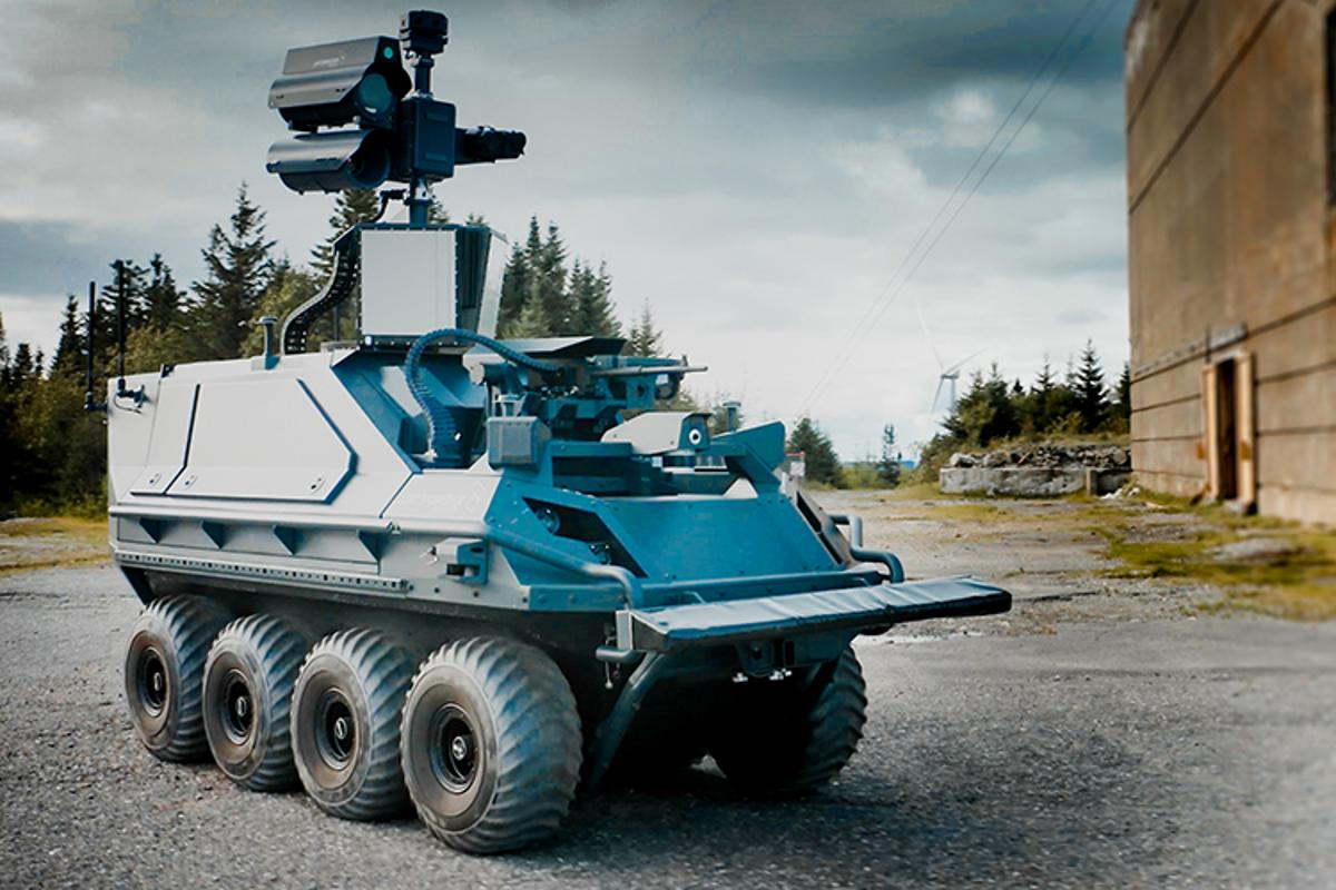 The Mission Master – Armed Reconnaissance robot
