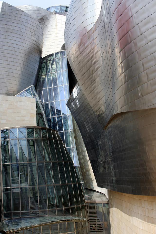 The Guggenheim Museum Bilbao sheathed in titanium (Image: E. Goergen via Wikimedia Commons)